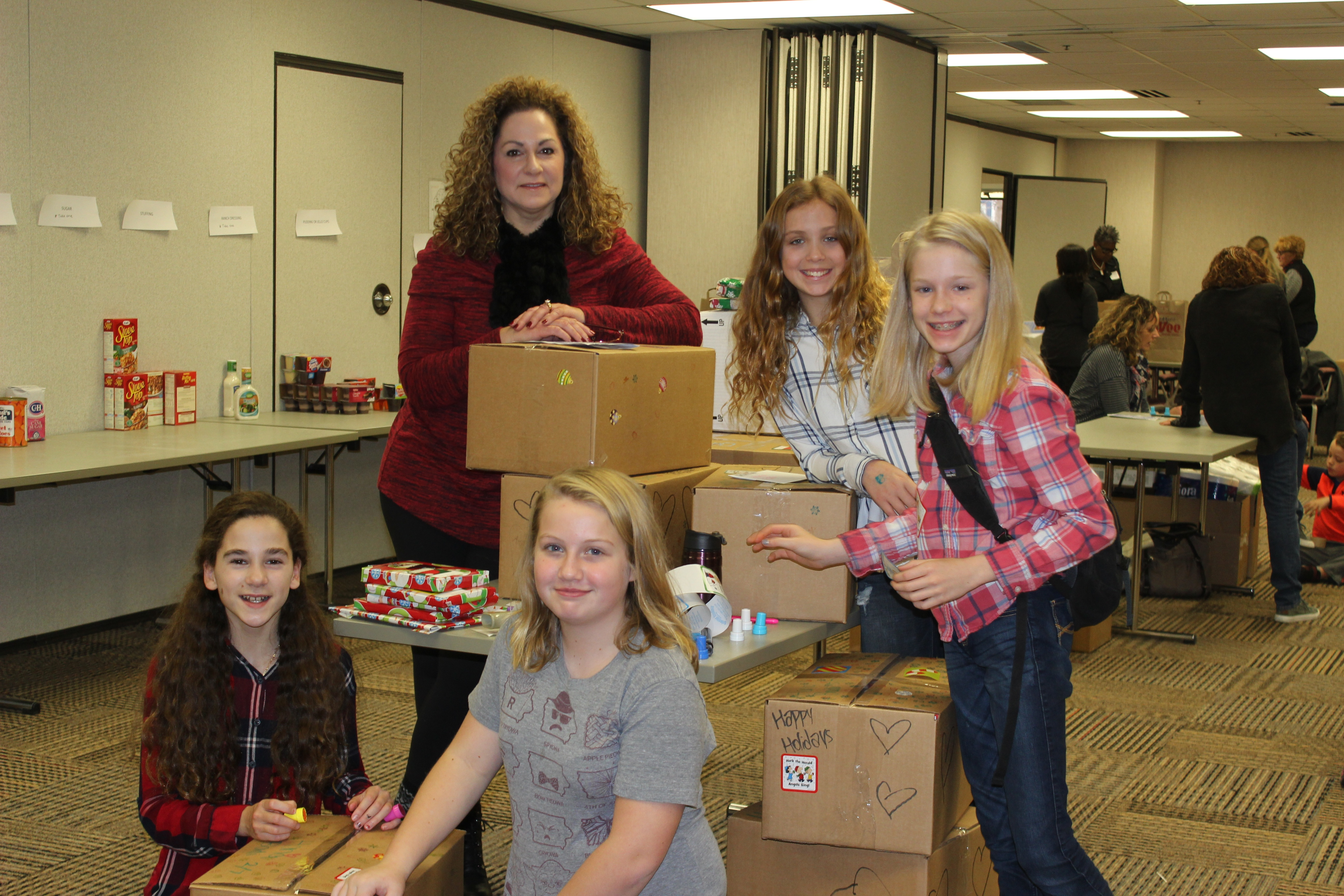 Holiday Volunteer Opportunities: 5 Ways to Give as a Family